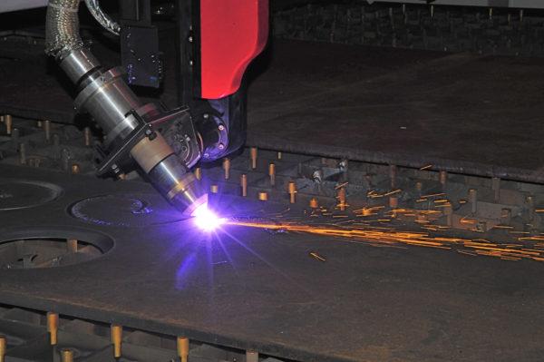 Skæring i metal med metalarm ip maskiner