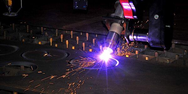 Maskine til skæring i metal